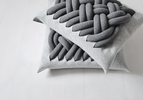 KNOTTY-pillow-