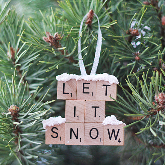 let-it-snow-scrabble-tile-ornament-600